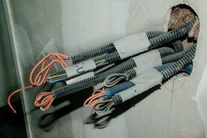 verschillende gebundelde stroomkabels