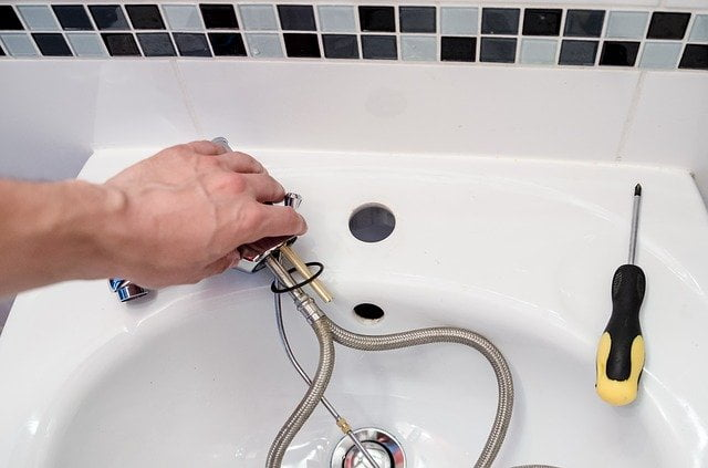 lekkage badkamer verhelpen